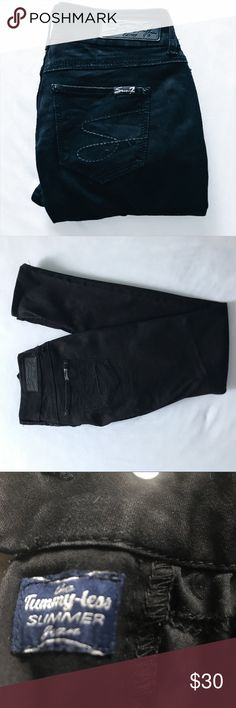 Seven 7 skinny black jeans EUC Skinny black seven jeans! GREAT condition. Gently used. I was given a bag of clothes and they ended up too big for me. Which is sad cause my black skinny jeans are way faded and these still look REALLY good. (Tho of course some spots do show small fading. That's the nature of black 😩). Hopefully they can be happy in your closet!!  Size 4 inseam 29.5 in Seven7 Jeans Skinny