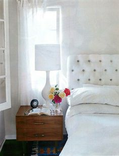 neutral headboard with colored tufting buttons - !!