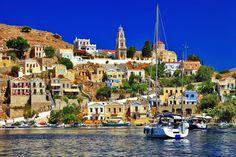 Symi ist eine griechische Insel zwischen Rhodos und dem türkischen Festland. Traumziel und Insidertipp für verwöhnte Individualisten und Yachtbesitzer. In dem Bericht erfahrt Ihr von einer erfahrenen Reisebloggerin was Symi so einmal macht. Brittneys - Lässiger Luxus auf Reisen.