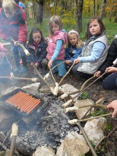 Forest School friday cookout with parents! Forest School Activities, Nature Activities, Outdoor Activities, Outdoor Education, Outdoor Learning, Outdoor Play, Outdoor School, Outdoor Classroom, Forest Party