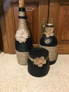 Set of Wine,bourbon and jar black chalk paint with clear coat and jute Glass Bottle Crafts, Wine Bottle Art, Painted Wine Bottles, Diy Bottle, Glass Bottles, Bottles And Jars, Vodka Bottle, Wine Glass, Jar Crafts