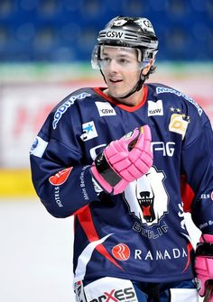 Daniel Briere and his pink gloves