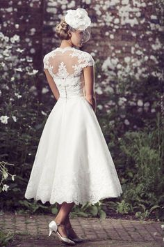 Vintage Inspired Tea Length Strapless Sweetheart Wedding Dress perfect for your Vintage Wedding Belle Wedding Dresses, Vintage Inspired Wedding Dresses, Western Wedding Dresses, Sweetheart Wedding Dress, Bridal Dresses, Vintage Dresses, Wedding Gowns, 1950 Wedding Dress, Wedding Reception