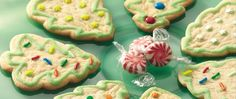 Dessert ready in an hour! Enjoy these Christmas tree shaped cookies topped with…