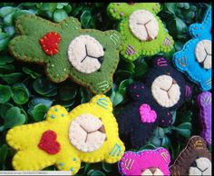 Love these cute felted bears with hearts!