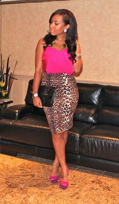 leopard pencil skirt, pink tank, pink shoes.