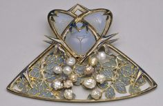 Lalique 1900 'Mulberry Tree & Beetles' Brooch: gold/ enamel/ pearls/ opalescent glass. Nat'l Mus. of Modern Art, Tokyo