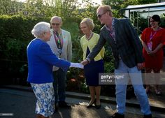 The Queen was introduced to Chris Evans and Mary Berry at Chelsea Flower Show 2017 Elizabeth Philip, Queen Elizabeth Ii, Mary Berry, Chris Evans, Water Features In The Garden, Chelsea Flower Show, Save The Queen, Thats The Way, British Monarchy