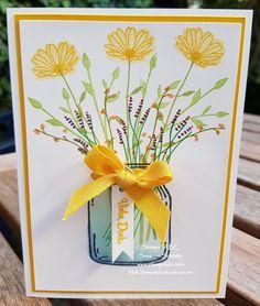 """Beim Sketch #27 geht es heute um das Thema """"Danke"""". Und mit ein paar Blumen kann man doch sehr gut dankesagen, oder? Aber da gibt es ja auch viele andere Möglichkeiten, wir würden uns sehr freuen, wenn Du bei unserem Sketch #27 zumThema """"Danke"""" mitmachen würdest. Hier kommst Du direkt zu unserer SeiteKLICK  Meine Blumen habe ich in einem Glas aus dem Set """"Glasklare Grüße"""" arrangiert.   #PapierCurryGelb #Sketch#27 #Stampin´Blends #StempelGänseblümchengr"""