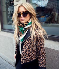 Love the pop of green with this chic leopard on leopard outfit!