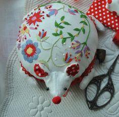 Hedgehog pincushion. Fabulously precious. by www.labastidane.fr