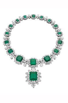 Colar de esmeraldas e diamantes, Bulgari, que pertenceu a Elizabeth Taylor.