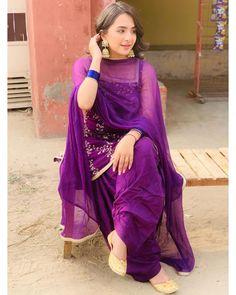 New Dress Design Indian, Dress Indian Style, Pakistani Dress Design, Indian Wear, Indian Outfits, Patiala Salwar Suits, Punjabi Suits, Shadi Dresses, Pakistani Dresses