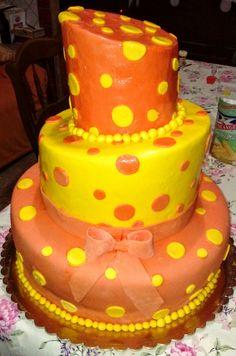 #cakedesign #pois #yellow #orange #3flor🎂🍰🎂🍰🎂 Birthday Cake, Orange, Sweet, Creative, Desserts, Food, Candy, Tailgate Desserts, Birthday Cakes
