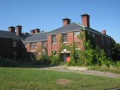 Discover Fernald State School in Waltham, Massachusetts: Run by a eugenics advocate, this aging institution conducted secret radiation experiments sponsored by Quaker Oats. Waltham Massachusetts, Mental Health Facilities, Real Haunted Houses, State School, Real Ghosts, Ghost Photos, Civil War Photos, American Civil War, The Real World