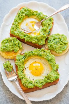 Egg-In-A-Hole Avocado Toast. Egg-In-A-Hole Avocado Toast - Slathering warm egg-in-a-hole toast with creamy lime-scented avocado spread is delish! Easy ready in 15 mins! Egg Recipes For Breakfast, Healthy Dinner Recipes, Healthy Snacks, Brunch Recipes, Healthy Breakfasts, Breakfast Ideas, Egg In A Hole, Corn Salsa, Sausage And Egg