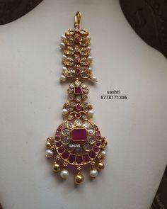 Antique Jewellery Designs, Fancy Jewellery, Gold Earrings Designs, Gold Jewellery Design, Gold Jewelry, Tikka Jewelry, Headpiece Jewelry, Bridal Jewellery Inspiration, Wedding Jewelry Sets
