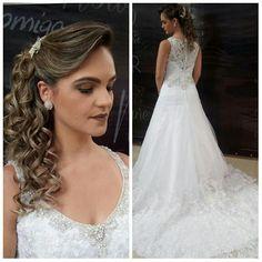 Esse lindo vestido de noiva pode ser seu! 😍  A Maria Clara Noivas tem o modelo perfeito para você! 👰  Agende sua visita através do nosso Guia de Fornecedores:  www.guiaqcqd.com/mariaclaranoivas