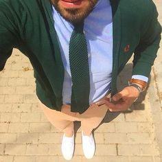 Outfit Friday... Feliz finde #style #cardigan #fredperry #outfit #corbata #croché #espreppy #silbon #april #blogger #moda #men #look #preppy #zapatillas #mensstyle #mensfashion