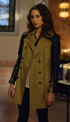 Spencer's coat with quilted leather contrast sleeves on Pretty Little Liars.  Outfit Details: http://wornontv.net/11296/ #PrettyLittleLiars #ABCFamily