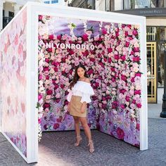 Event Hacks: 8 Tips for the Success of Online Event Marketing - Creative Event Decor Ideas Backdrop Design, Booth Design, Photos Booth, Free Instagram, Instagram Wall, Flower Wall, Store Design, Event Decor, Event Design
