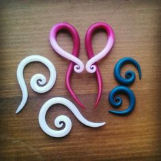 Gauged earrings, Cernit