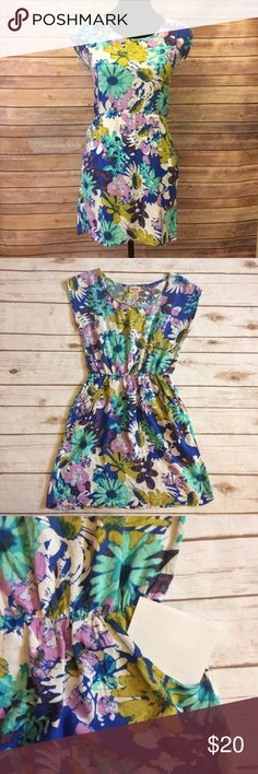 """EUC Floral Mossimo Dress w/ Pockets Very cute, bright floral dress. Features two front functional pockets. Shoulder to hem is 32"""". Fabric tag is missing, but it is a light airy cotton feeling fabric. Mossimo Supply Co Dresses Mini"""