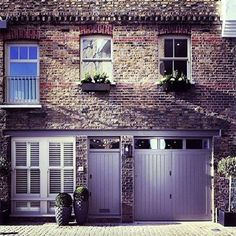 Instagram account @mewsingsldn shares beautiful photos of London mews