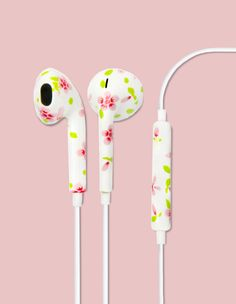 The Ditzy Floral Printed earbud headphones is perfect for the every day bohemian spirit. Bringing the festival vibes to your tech only compliments with boho chic. With these playful earbuds we've comb