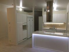 Kaunis keittiö oululaisessa Design-Talossa