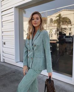 Saturday mornings with mom amour blazer and pant set 👏🏽 Fashion Poses, Fashion Outfits, Womens Fashion, Fashion Ideas, Moda Vintage, Street Look, Street Outfit, Business Outfits, Retro