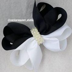 Core coringas, preto e branco clássico moderno e lindooo!! #lacarotes #laçoduplo #pretoebranco #soparaprincesas #feitocomamor #vaniarequiereatelie