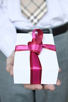 Pink Ribbons on white gift box, superb adorbs! Paper Packaging, Pretty Packaging, Gift Packaging, Christmas Gift Tags, Christmas Holidays, Brown Paper Packages, Be My Valentine, Gift Wrapping, Wrapping Ideas