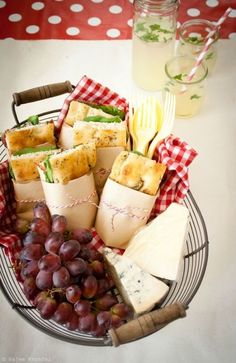 Picnics De Verano: Bocadillos Con Estilo -- Very Cute Presentation. Maybe I Should Use Foccacia For My Picnic Sandwiches Next Time.