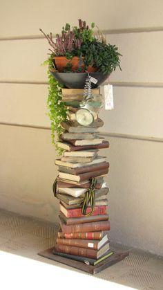 dekorativer Bücherturm