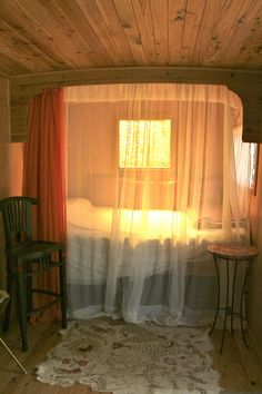 Licht in Wohnmobil einbauen DIY electricity in the camper. Make yourself self-sufficient in your camper. Decorating Your Rv, Tiny House Swoon, Gypsy Living, Rv Living, Living Room, Caravan Renovation, Campervan Interior, Vintage Camper Interior, Camper Makeover