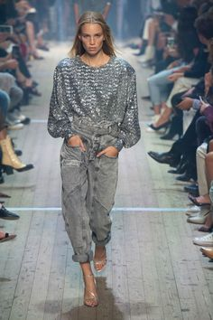 Isabel Marant, Frühjahr/Sommer Paris, Womenswear - Lilly is Love London Fashion Weeks, Paris Fashion, Love Fashion, Girl Fashion, Fashion Outfits, Fashion Trends, 70s Fashion, Isabel Marant, Street Looks
