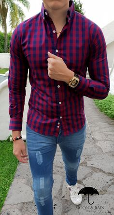Outfit for men; Slim fit shirt with big blue and red plaid, jeans by . Outfit for men; slim fit shirt with big blue and red plaid, denim jeans, bracelets and macramé watch, white sneakers Outfits Hombre Casual, Business Casual Outfits, Grunge Outfits, Boho Outfits, Plaid Jeans, Red Plaid, Stylish Men, Men Casual, Mens Fashion Wear