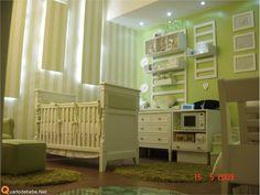 Quarto de bebê fundo do mar (Casa Cor) - Exposto na Casa Cor esta decoração de quarto de bebê fundo do mar é de cor verde e branco. Berço e cômoda são brancos.