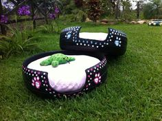 How to Choose the Perfect Dog Bed For Your Pet Tire Craft, Tire Furniture, Used Tires, Tyres Recycle, Diy Dog Bed, Animal Projects, Pet Beds, Doggie Beds, Dog Houses