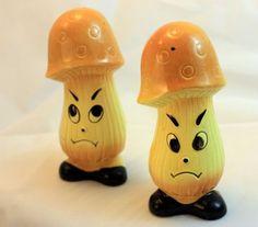 Vintage-Mushroom-Shaped-Salt-Pepper-Shakers-Unusual-Interesting-Phallic-Helmet