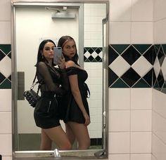 grafika alternative, fashion, and girls Best Friend Pictures, Friend Photos, Soft Grunge Hair, Skater Girl Outfits, Maggie Lindemann, Selfie Poses, Girl Photography Poses, Edgy Outfits, Look Fashion