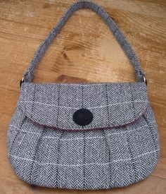 Handbag Sewing by Karen @ Sew What's New | PatternPile.com - Hundreds of Patterns for Making Handbags, Totes, Purses, Backpacks, Clutches, a...