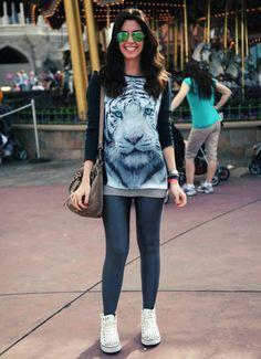 Camila, do Site http://www.garotasestupidas.com/, com uma calça legging super confortável