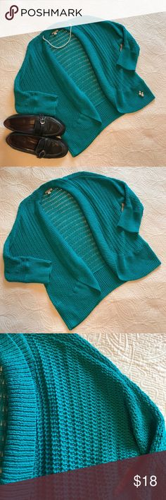 "🌟EUC🌟[sonoma] Teal 3/4 Sleeve Cardigan Medium 🌟EUC🌟[sonoma] Teal 3/4 Sleeve Cardigan Medium 🔹Underarm to underarm = 19"" 🔹Length center of neck to hem = 23"" ✅Offers Welcome w/Offer Button 🚫Trade 🚫PP 💰30%OffBundle 📦Ships1Day. Sonoma Sweaters Cardigans"