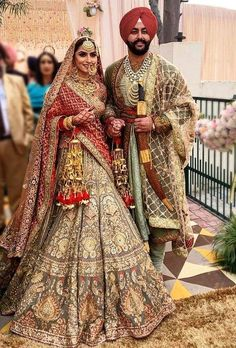 Thinking Indian bridal outfits? Go ahead and check out the best Ethnic Indian wear outfit ideas for weddings in Let your roots make you look glamrous. Sikh Wedding Dress, Punjabi Wedding Suit, Punjabi Wedding Couple, Wedding Lehnga, Indian Bridal Lehenga, Indian Bridal Outfits, Indian Bridal Fashion, Indian Bridal Wear, Indian Designer Outfits