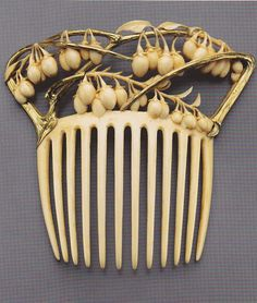 Vine and berries hair comb, by René Lalique, about 1900. Gold and ivory.