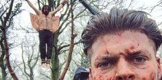 Um seinen Vater zu rächen, hat Ivar darauf bestanden, König Aelle mit Hilfe des Blutadlers zu töten. Wie dies hinter den Kulissen für die Serie Vikings umgesetzt wurde, zeigen die folgenden Bilder Und so sah dies dann schlussendlich in der Serie aus: (via Ragnar Lothbrok)