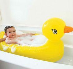 Pourquoi c'est top ? Parce que la baignoire est un peu trop grande pour votre boutchou Parce que vous êtes une personne de très petite taille avec une fascination un peu gênante pour les canards Parce que dans la piscine