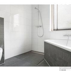 Wandtegel glans wit 30x60 gerectificeerd met witte voeg | Badkamer ...